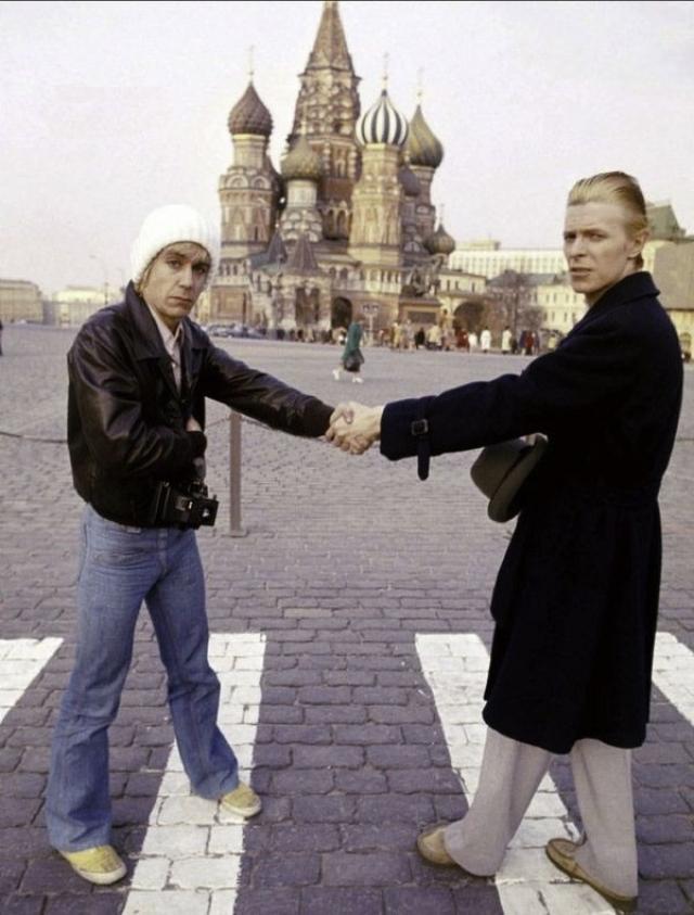 А в 1976 году Боуи привез в СССР своего друга Игги Попа.