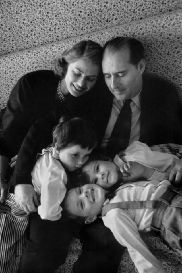Еще через год Ингрид родила Роберто двух девочек-близнецов: Изабеллу и Изотту.