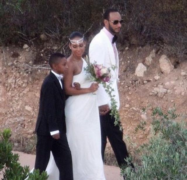 Алиша Киз и Свизз Битз. Свою свадьбу певица и продюсер запланировали как секретное мероприятие. Однако папарацци удалось сделать снимки беременной невесты и ее жениха.
