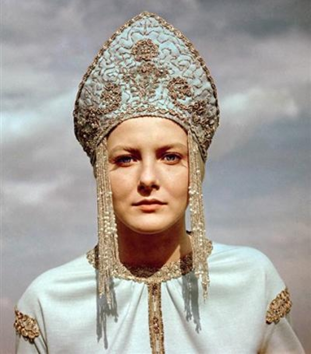 Это была ее первая и фактически единственная роль в кино ,после которой девушка работала актрисой Московского драматического театра имени Н.В.Гоголя.