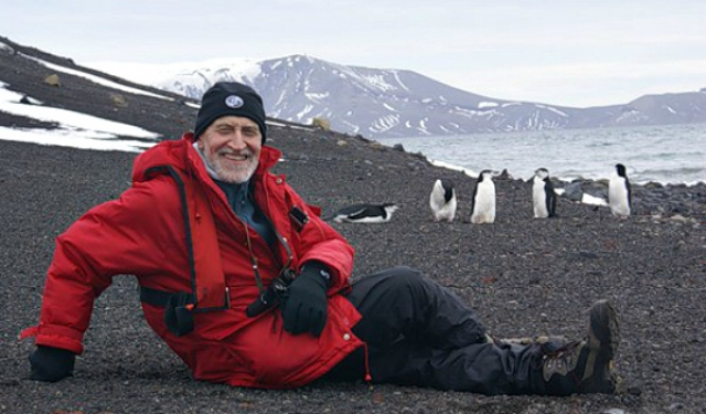 """В 1989 году включен в Почетный список ведущих экологов и специалистов по охране окружающей среды всех стран мира """"Глобал-500"""" ЮНЕП. До сих пор ведущего можно увидеть на экране."""