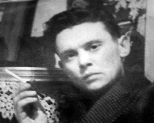 Леонид окончил школу 18 июня 1941 года, а 23 июня 1941 года пошел записываться добровольцем в армию, но его не взяли из-за возраста.