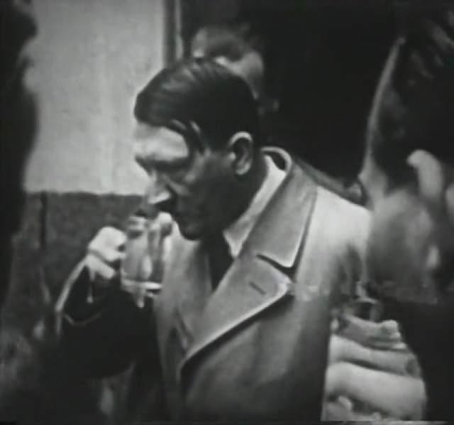 """Следующее покушение состоялось 8 ноября 1939 года в мюнхенской пивной """"Бюргерброй"""", где Гитлер каждый год выступал перед ветеранами НСДАП."""