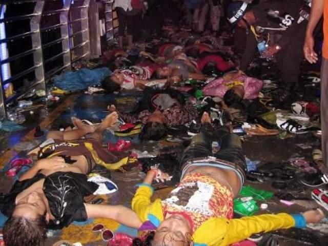 В результате давки погибли 456 человек, язе более пятисот получили ранения различной степени тяжести.