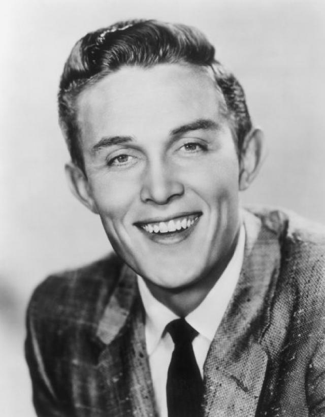 Джимми Дин. Американский кантри-певец умер в возрасте 81 13 июня 2010 года. При этом он оставил конкретные указания относительно того, где он хотел, чтобы его тело покоилось.