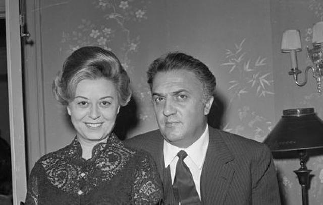 Продолжая до последних дней заботиться о своем муже. Умерла 23 марта 1994-го, пережив супруга Федерико Феллини лишь на пять месяцев.