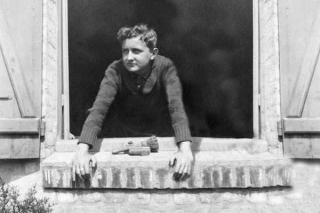 """Георгий уходит на фронт. """"...Я абсолютно уверен в том, что моя звезда меня вынесет невредимым из этой войны, и успех придет обязательно; я верю в свою судьбу..."""" - писал он своей сестре Ариадне 17 июня 1944 года - за месяц до гибели."""