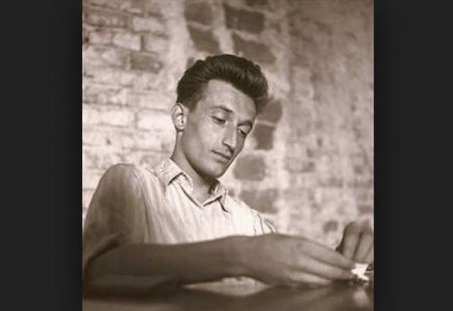 """Джанни Родари (1920-1980). Известный итальянский детский писатель, сказочник и журналист - """"папа"""" всем известного Чиполлино."""