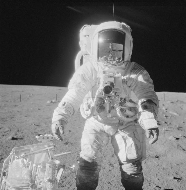Как смогла выжить бактерия на Луне? Известно, что условия внешней среды там весьма суровы. Возможно, тот факт, что бактерия находилась внутри камеры смягчило экстремальные условия.