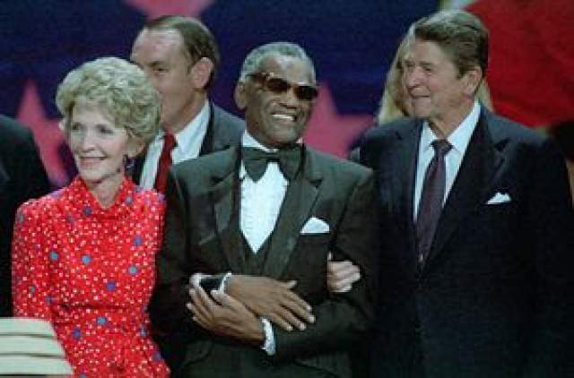Незадолго до смерти Рей дал каждому из своих детей по одному миллиону долларов в качестве последнего подарка. Последние годы своей жизни музыкант провел с женщиной по имени Норма Пинелла.