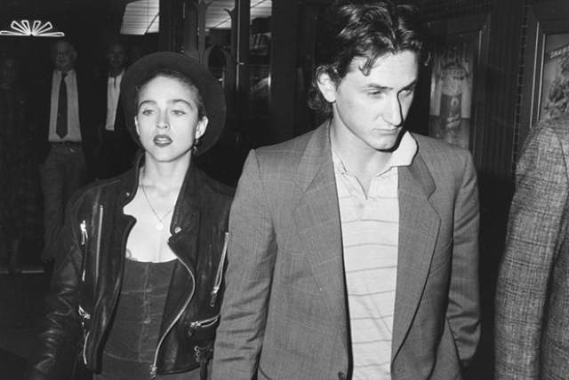 И Мадонна, и Шон хотели, чтобы свадьба прошла спокойно и уютно, но журналисты на вертолетах добрались до места церемонии, чтобы сделать сенсационные фото. Пенн был в ярости!