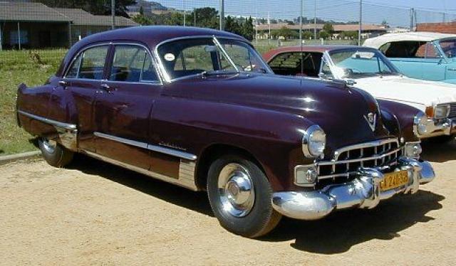 """Автомобиль представлял собой оригинальную разработку: в отличие от больших машин того времени, особенно американских, у него несущий кузов. Однако все переднее оформление у него заимствовано с """"Кадиллака"""" 1948 года."""