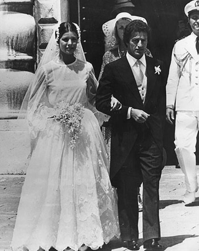 Старшая дочь Грейс Келли и князя Монако Ренье III принцесса Каролина впервые вышла замуж 29 июня 1978 года.
