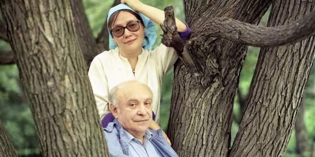 Также Елена Всеволодовна продолжает сниматься в кино. Она не искала после его ухода личного счастья, ибо знала – после Быкова мужа найти невозможно.
