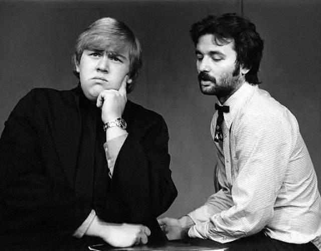 Билл Мюррей и Джон Кэнди в комедийном шоу 1973 года.