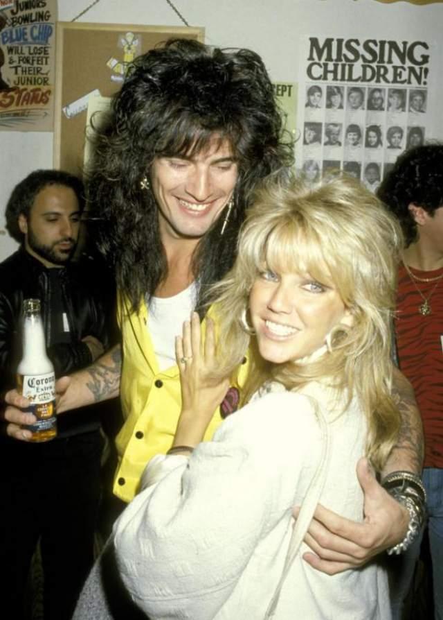 """Хизер Локлир и Томми Ли, 1986-1993. Звезда сериала """"Мелороуз плейс"""" дважды была замужем за плохими парнями, то есть рок-музыкантами: Ричи Самбора, гитаристом группы Bon Jovi (1994-2007), и Томми Ли, барабанщиком Mötley Crüe."""