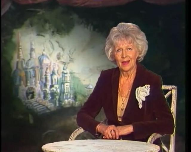 """Это была одной из самых любимых детских программ - благодаря душевности и особой энергетике знаменитой тети Вали. Многие до сих пор помнят ее традиционное приветствие: """"Здравствуйте, дорогие ребята и уважаемые товарищи взрослые!""""."""