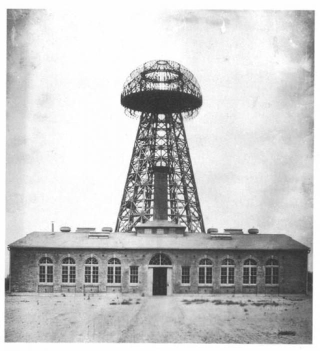 Там была построена башня высотой 57 метров со стальной шахтой, углубленной в землю на 36 метров. Наверху башни установили 55-тонный металлический купол диаметром 20 метров.