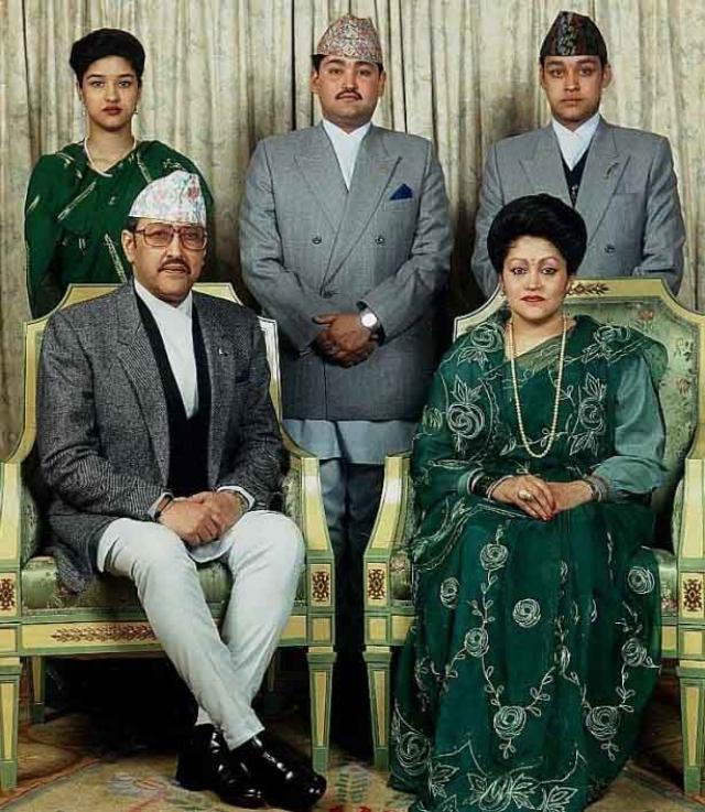 1 июня в промежутке между 21:00 и 21:30 часами по местному времени в столице Непала Катманду погибла почти вся королевская семья.