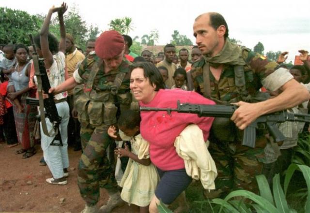 8 апреля около тысячи бельгийских и французских солдат взяли под свой контроль аэропорт в Кигали. Эти солдаты не были подразделением ООН, их задача состояла в том, чтобы обеспечить эвакуацию иностранцев, уезжающих из Руанды.