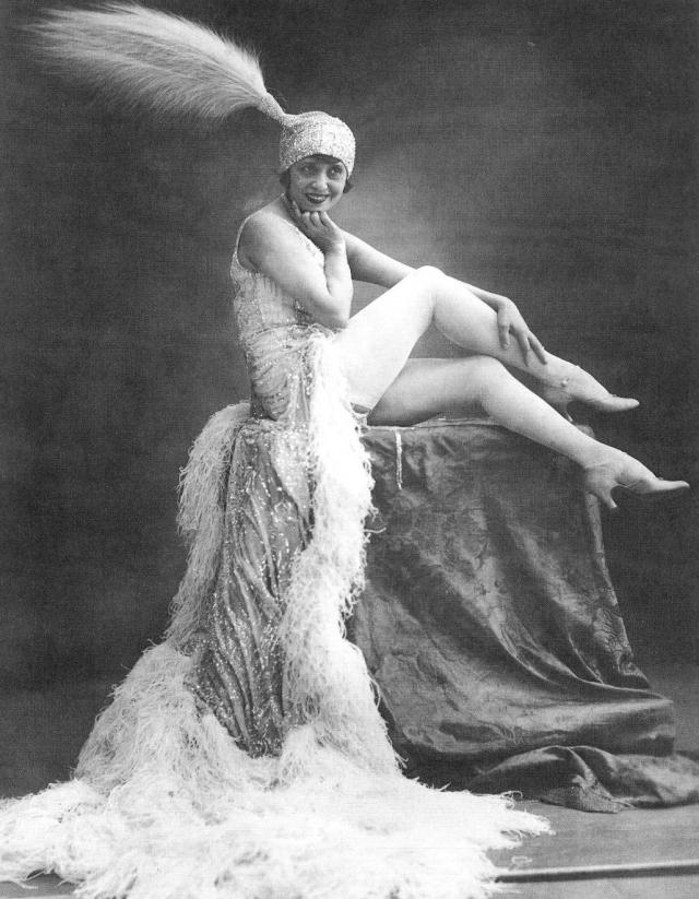 Между исполнительницами и проститутками ставили знак равенства.