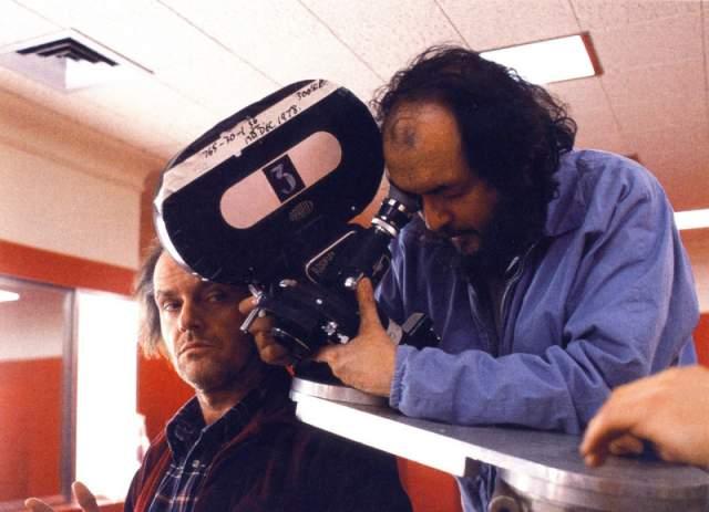 15. Дэнни Ллойд сам предложил, чтобы его персонаж шевелил пальцем, разговаривая с Тони.