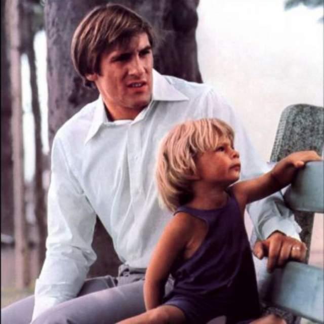 Когда Гийом подрос, он тоже решил стать актером. Успел сняться более чем в 30 фильмах, но всю жизнь оставался в тени отцовской славы.
