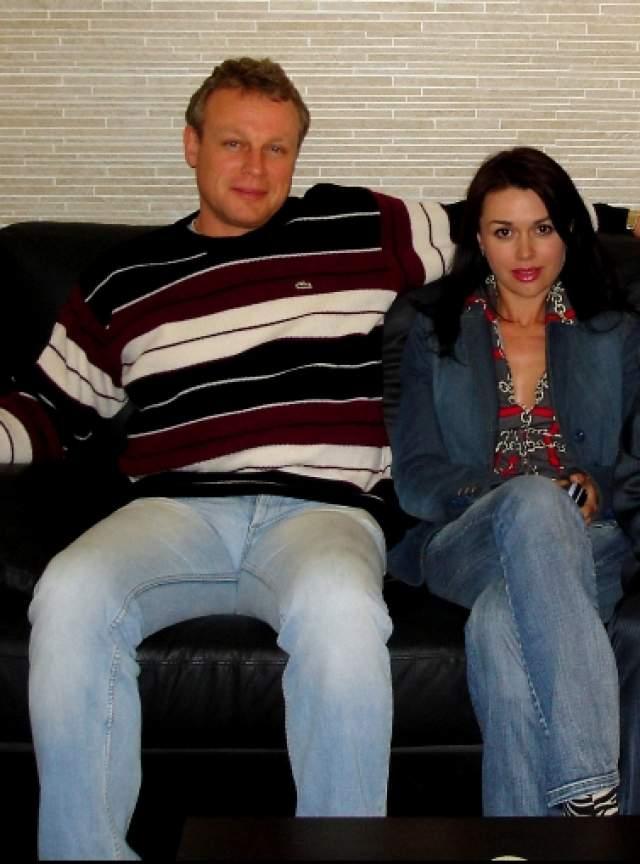 Новая страсть оказалась настолько сильной, что актер, не задумываясь, оформил развод.