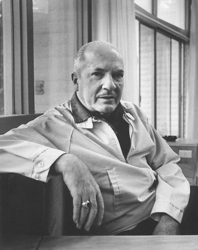Одним из самых великих писателей, также подаривших миру множество фантастических романов с большим количеством предсказаний, является Роберт Хайнлайн .
