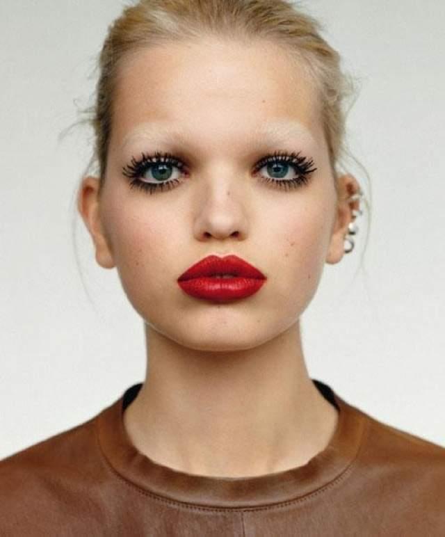 Дафна Гроенвельд (21) Модели из Нижерландов Дафне было всего 18, когда сумашежшая популярность настигла ее, хотя карьеру девушка начала ещё раньше - в 2010 году.