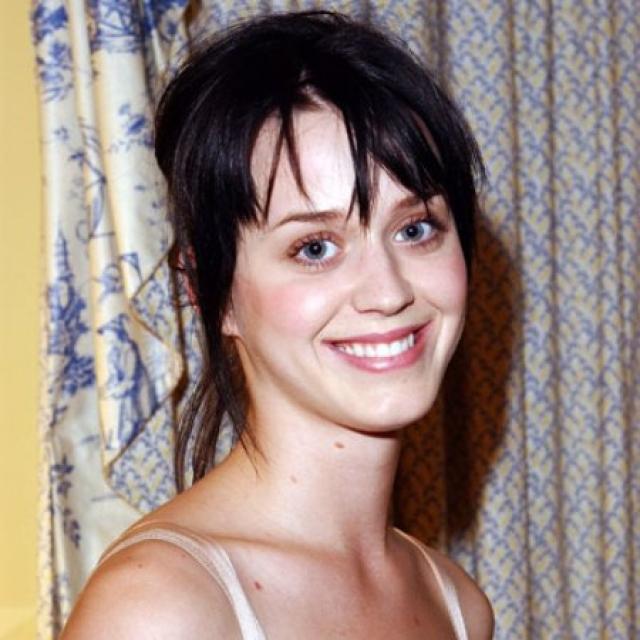 Кэти Перри. Лет десять назад девушка не была похожа на звезду.