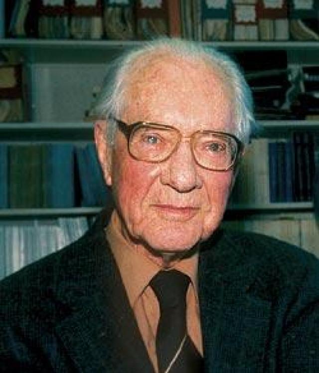В начале 1930-х годов британский астроном и метеоролог Фрэнсис Уиппл высказал предположение, что тунгусские события были связаны с падением на Землю ядра кометы.
