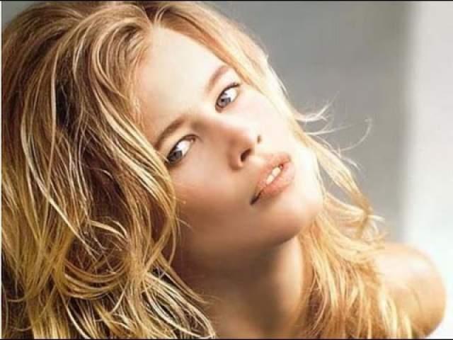 Клаудиа Шиффер Главная супермодель 90-х Клаудиа Шиффер не стала страховать свое идеальное тело. А вот свое лицо красотка оценила в $5 миллионов.