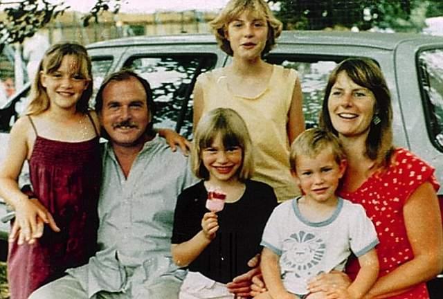 Кейт Уинслет с родителями, сестрами и братом.