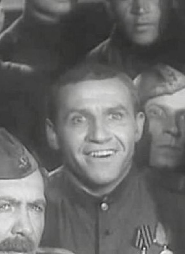 """Первая роль - в фильме """"Сын полка"""" (1944). К несчастью, жизнь актера закончилась довольно печально ."""