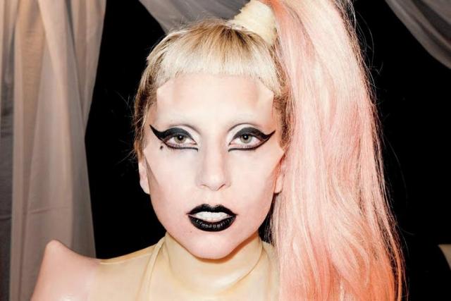 """Леди Гага – Стефани Джоанн Анджелина Джерманотта. Словосочетание """"Леди Гага"""" для нее придумал продюсер, взяв производное от песни группы Queen """"Radio Ga-Ga""""."""