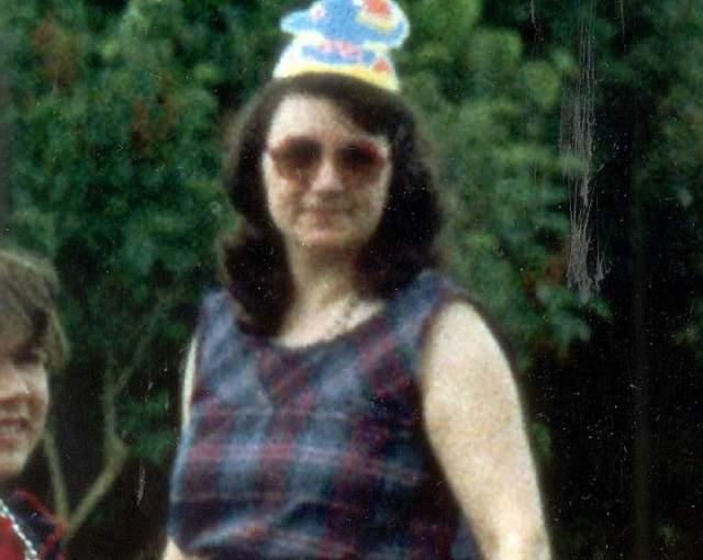 Мэй Уэст, дочь Фреда Уэста, орудовавшего со своей женой Розмари. Вторая дочь пары серийных убийц, старшую, Хизер, родители убили сами. Мэй рассказала в сентябре 2018 года, что в детстве они с сестрой все понимали и очень боялись отца.