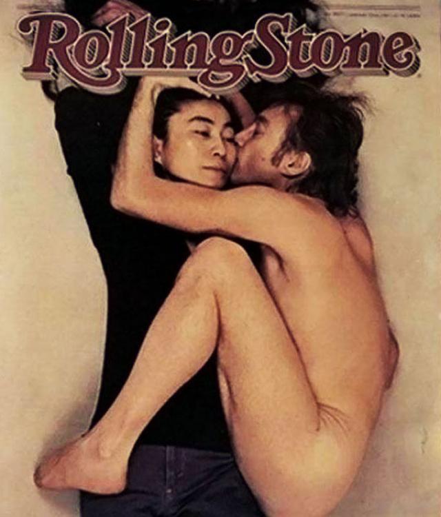 Именно Энни автор фото с обложки Rolling Stone, на котором обнаженный Джон Леннон целует одетую лежащую рядом с ним Йоко Оно. Эта фотография была сделана 8 декабря 1980 всего за несколько часов до убийства Леннона.