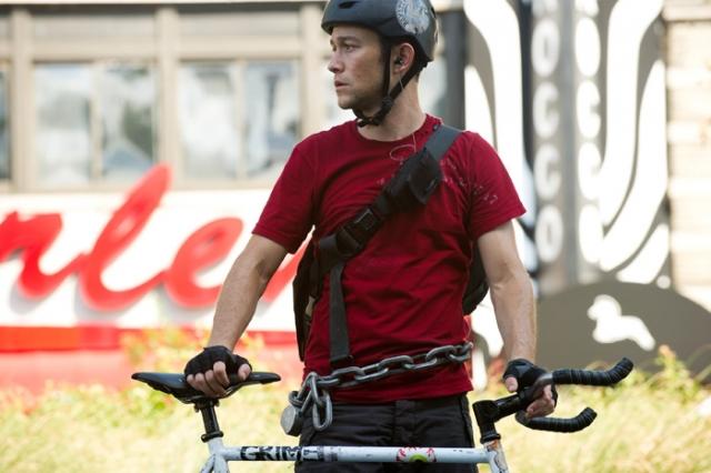 Джозеф Гордон-Левитт. Актер пережил столкновение с такси, когда ехал на велосипеде. Множественные повреждения оказались не смертельны.