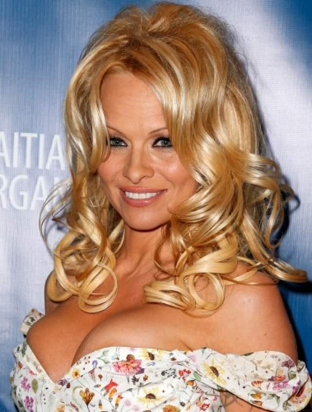 """""""Он пригласил меня к себе домой, чтобы научить играть в нарды, – сказала Андерсон, – а потом предложил сделать массаж, который перерос в изнасилование"""" , - рассказала звезда """"Спасателей Малибу"""" на пресс-конференции, посвященной открытию ее благотворительного фонда по защите животных The Pamela Anderson Foundation."""