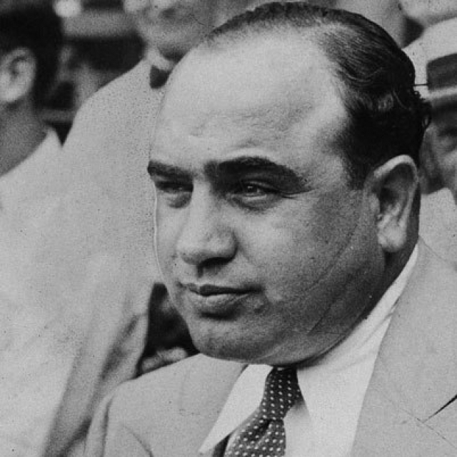 Давший Капоне ненавистную кличку Scarface, этот шрам длиной в 12 сантиметров спускался от левой скулы вниз по всей его щеке до подбородка.