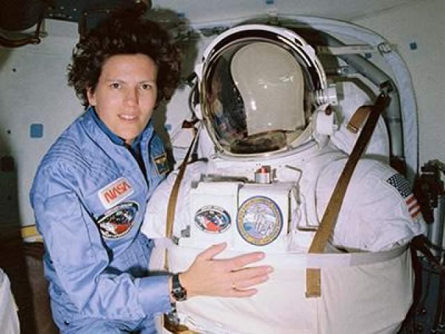 Первая американская женщина, вышедшая в открытый космос, - Кэтрин Салливан, 11 октября 1984 года.