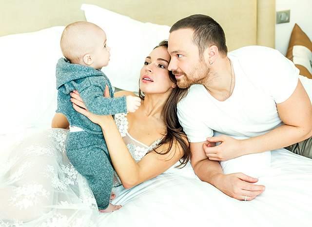 И до сих пор, даже став дважды мамой (первого сына она родила от экс-супруга Алексея Чадова, второго - от мужчины по имени Амир, но фотографий младшего ребенка в Сети нет.