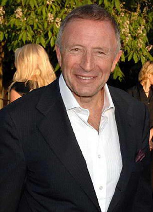 Покупкой 2010 года на ювелирном рынке стал розовый, почти 25-каратный бриллиант, приобретенный британским ювелиром Лоренсом Граффом на аукционе за 46 миллионов долларов.