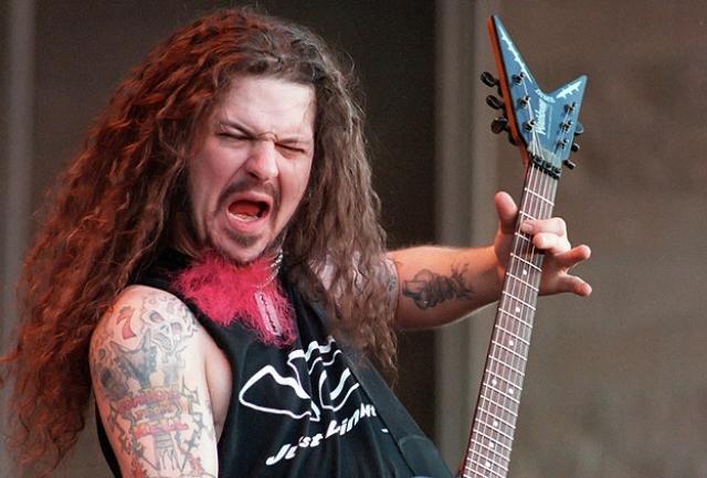 """Даймбэг Даррел. 8 декабря 2004 года в Коламбусе (штат Огайо) во время концерта группы в клубе """"Alrosa Villa"""" психически неуравновешенный фанат группы """"Pantera"""" открыл стрельбу из пистолета Beretta 92F."""