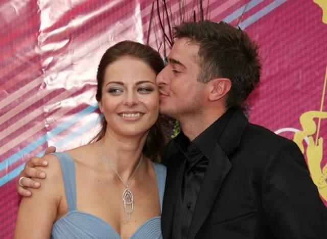 """В театре """"Современник"""" звезда познакомилась с актером Ильей Стебуновым - он и стал причиной ее разлада с Домогаровым. Прожив два года с ним, Александрова подала на развод."""