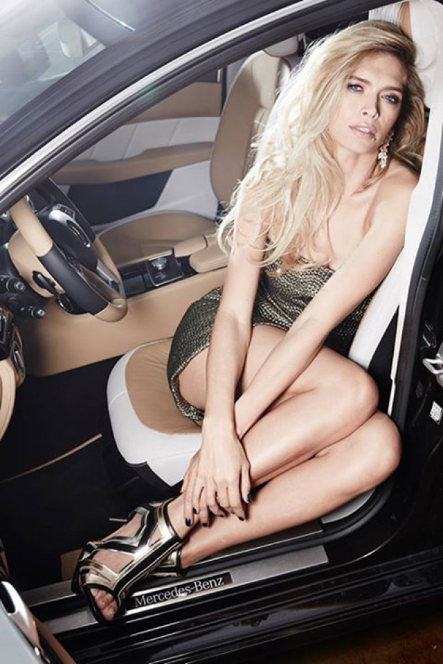 Первым подаренным авто был Jaguar от богатого поклонника, а затем Porshe, Mercedes, Cadillac Escalade.