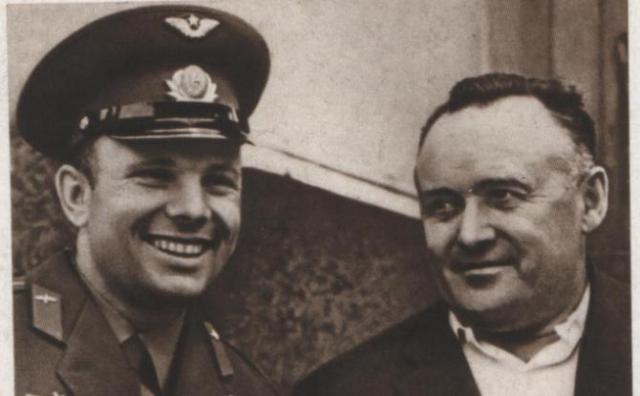 8. Королев настоял, чтобы Гагарин летел с пистолетом Перед полетом Юрия Гагарина именно генеральный конструктор настоял на том, чтобы доукомплектовать бардачок космонавта бутылкой коньяка и пистолетом.