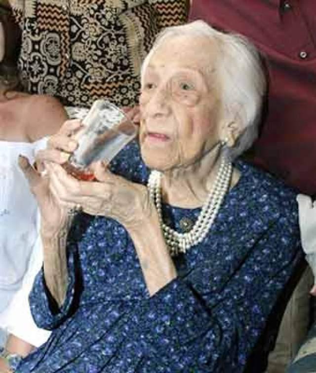 Трое из ее пяти детей были живы на момент ее смерти, и им было 78, 80 и 81 год. Воплощение здоровья и энергии, Мария признавалась, что порой позволяла себе алкоголь, но никогда не курила.