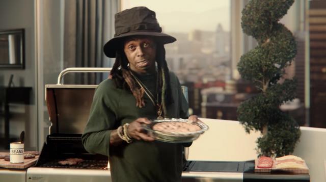 Каким образом рекламщикам пришла идея снять рэпера Лил Уэйна в рекламе сайта недвижимости, для интернет-пользователей осталось загадкой.